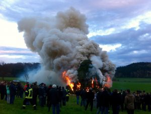 17_04_16_Osterfeuer7