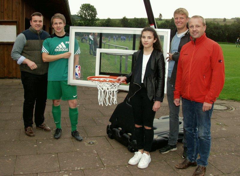 Kalletaler Schülerin bittet Stadt um Basketballkorb für Lüdenhausen